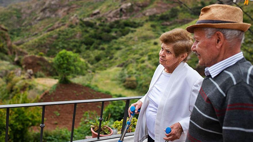 El Cabildo restituye el servicio para acompañar a los mayores en Anaga