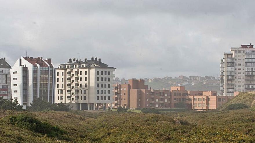 La propiedad de una finca edificable de El Espartal se querella contra Ángela Vallina