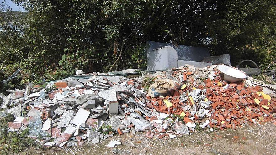 Arteixo contrata una empresa para gestionar los residuos de vertederos incontrolados