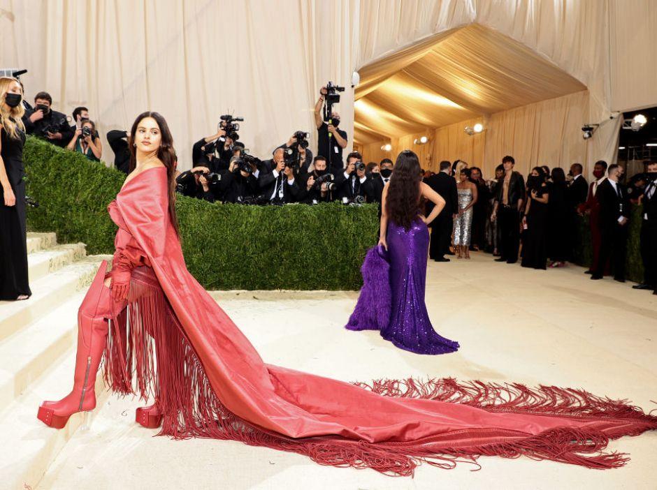 El bonito mantón de Manila que lució Rosalía en la Gala MET