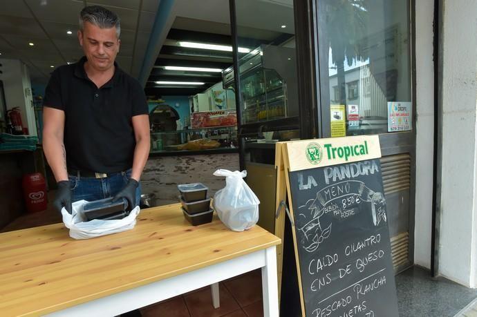 04-05-2020 LAS PALMAS DE GRAN CANARIA. Apertura del pequeño comercio. Fotógrafo: Andrés Cruz  | 04/05/2020 | Fotógrafo: Andrés Cruz