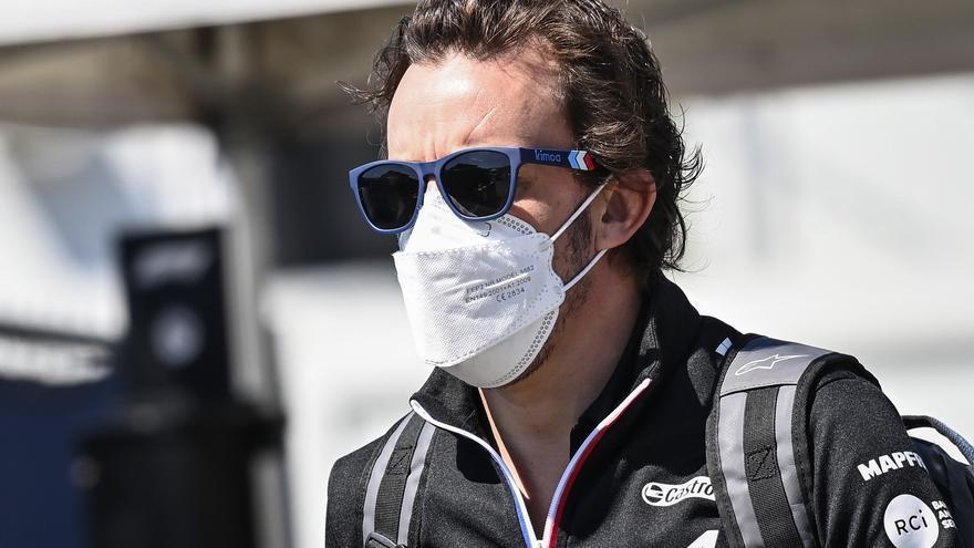 Fernando Alonso, muy enfadado con la FIA