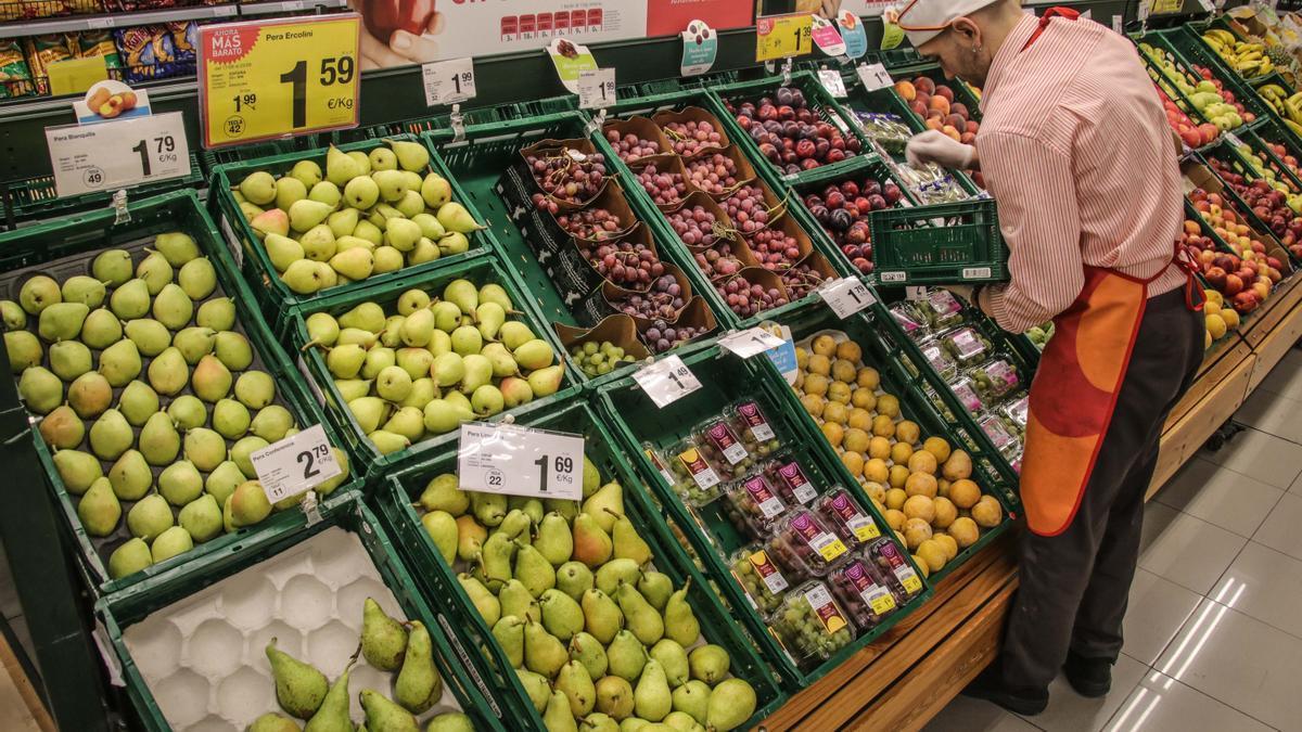 Empleo en Consum: cómo apuntarse a las ofertas de trabajo y cuáles son los requisitos