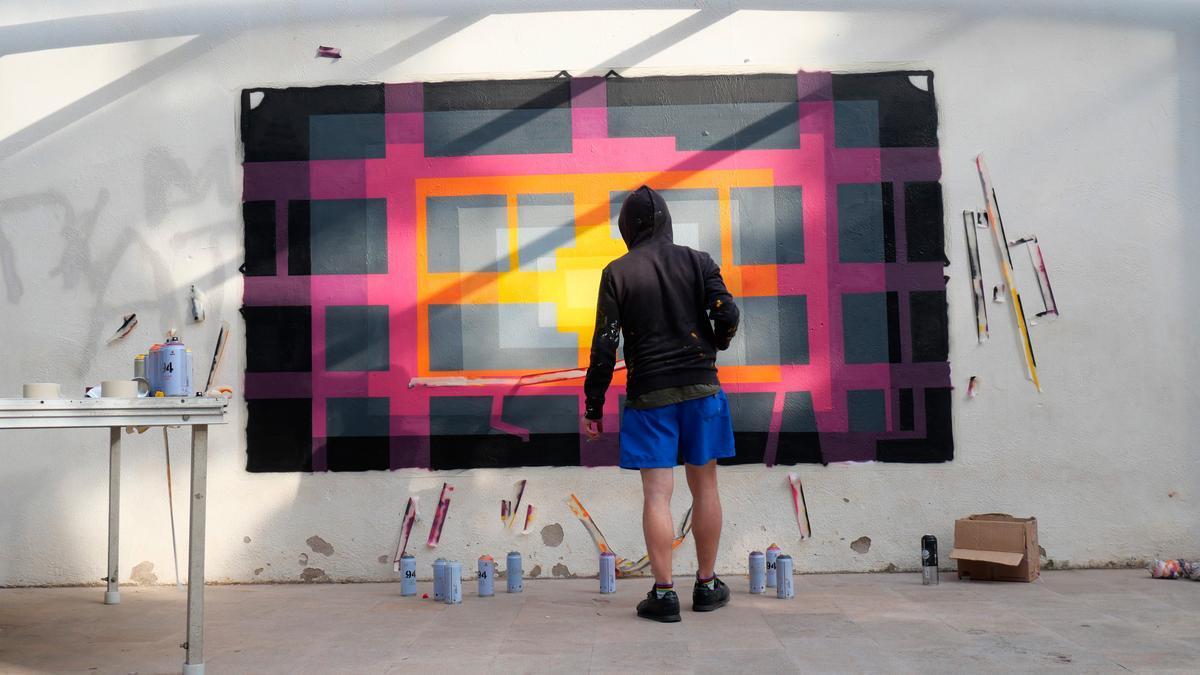 Las creaciones del artista E1000 por un uso muy peculiar del color y la geometría.