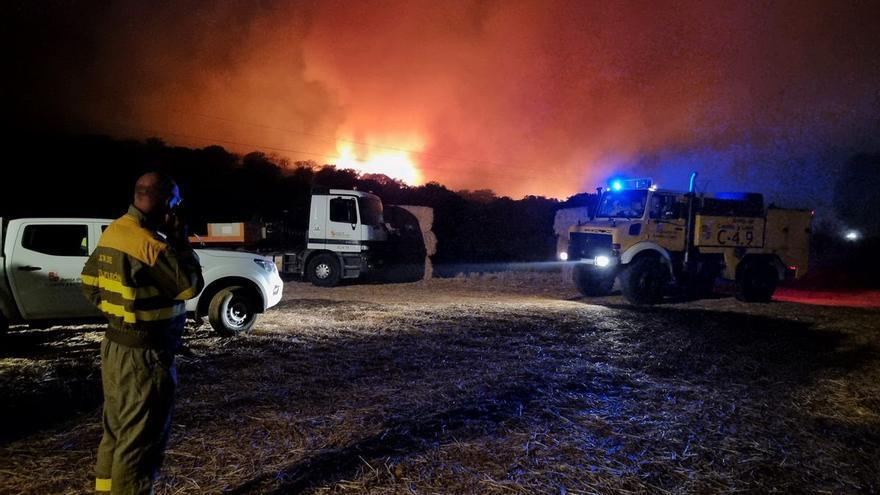 """La espectacular descarga de un helicóptero en un incendio en Zamora: """"Precisión de cirujano"""""""