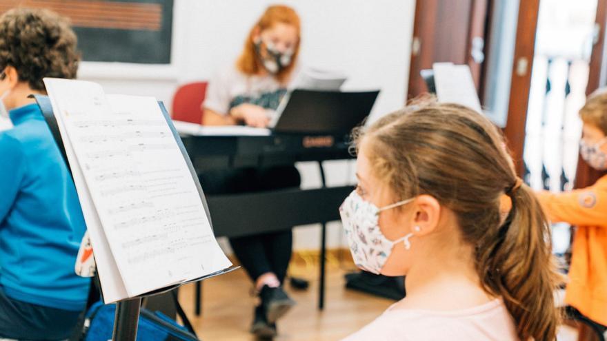 CaixaBank y la FSMCV convocan la octava edición de becas para el alumnado de escuelas de música con una dotación de 300.000 euros