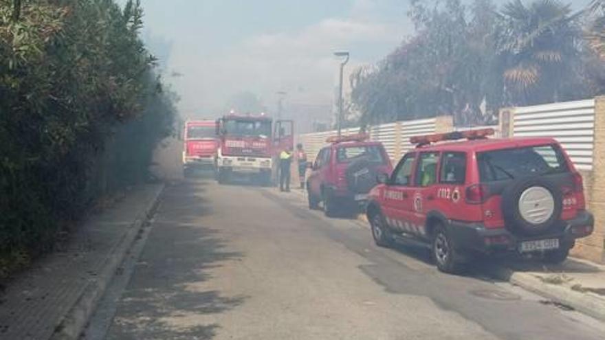 Un fuego a pocos metros de las casas genera temor entre los vecinos de Kentucky