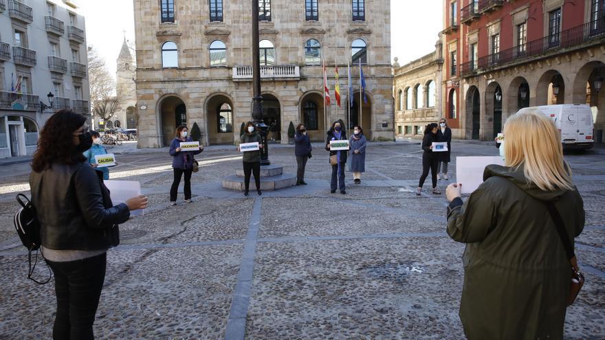 Familias y profesores se concentran en Gijón por una educación presencial segura, de calidad y sin discriminación