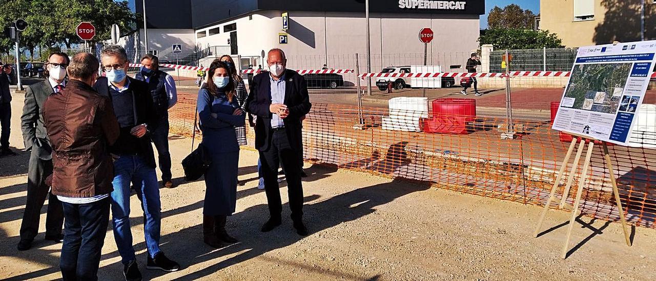 El conseller visitó ayer las obras del tramo «tranviarizado» de Dénia. | A. P. F.