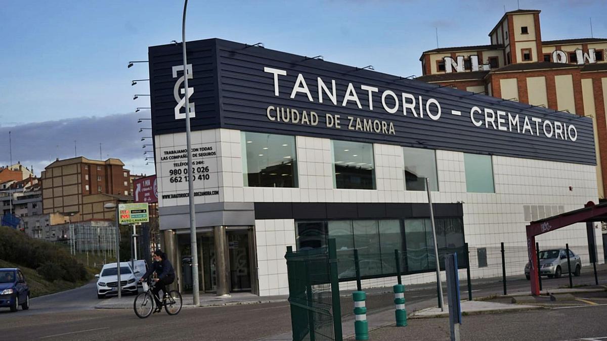 Fachada del último tanatorio-crematorio puesto en marcha en Zamora, en Cardenal Cisneros. | José Luis Fernández
