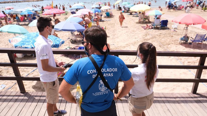 La puesta en servicio de los controladores de playas municipales de Torrevieja se retrasa hasta el 22 de junio