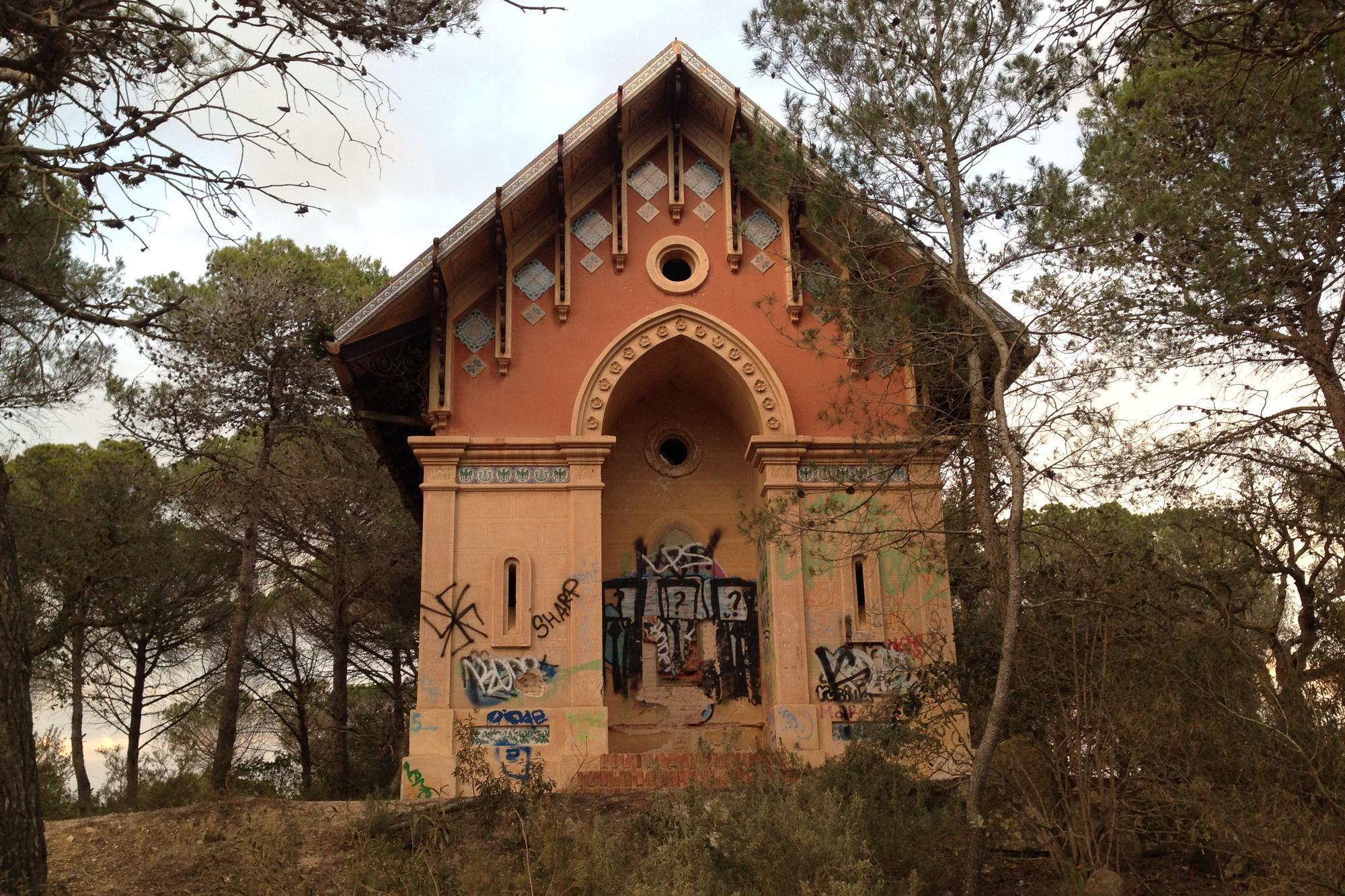 SOS Lloret denuncia «la degradació» del conjunt modernista de Sant Pere del Bosc i «la deixadesa» de l'Ajuntament