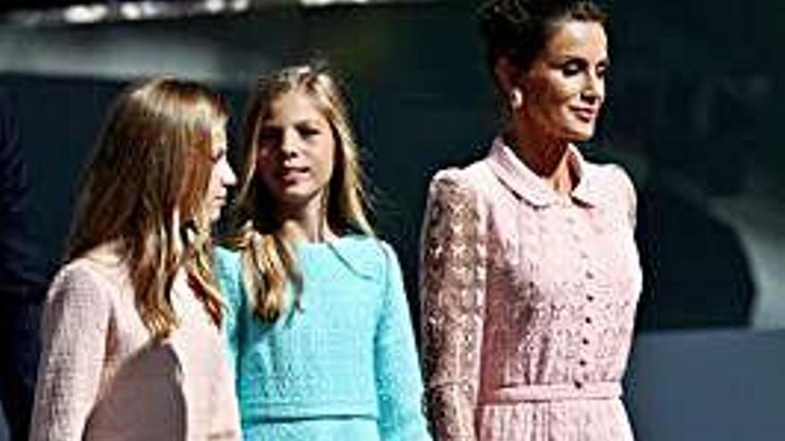 La reina Letizia y Leonor, de rosa