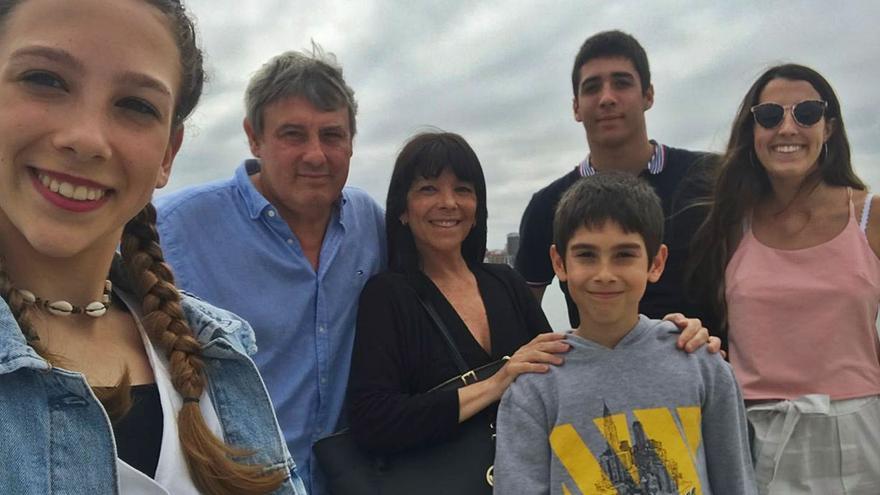 El sudoku vacunal de los Fainberg, la familia de Siero con cuatro hijos que compagina sus vacaciones con el plan de vacunación