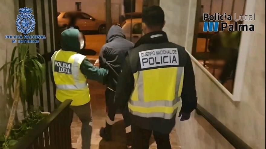 La Policía desmantela un punto de venta de droga cerca de un colegio en Palma