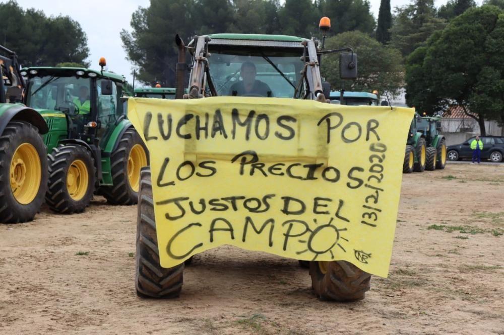 Tractorada de los agricultores y ganaderos malagueños contra los precios bajos que impone la industria.