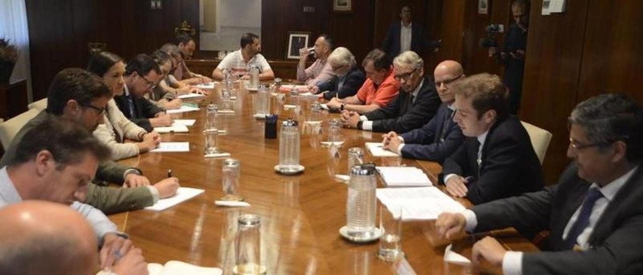 La reunión que acordó la venta de Alcoa a Parter