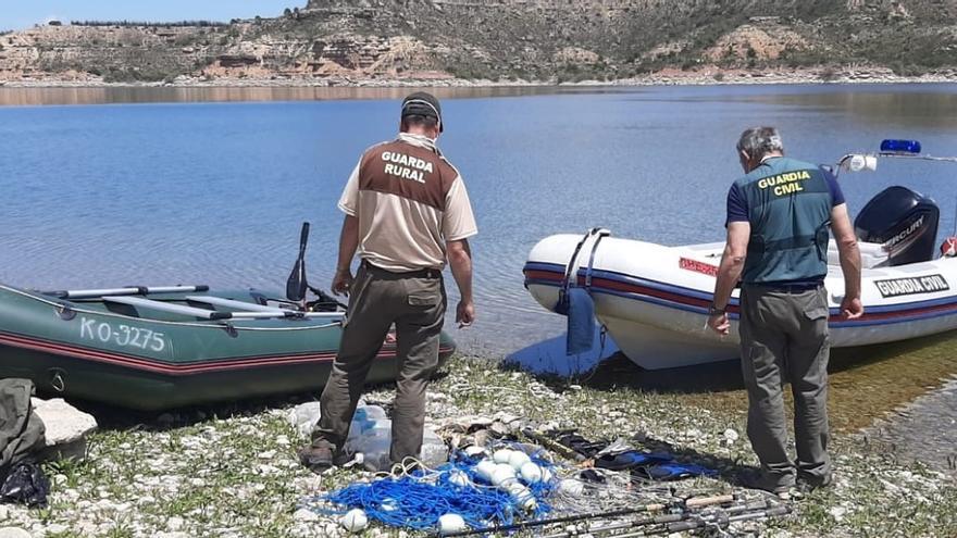 Intervenidos cien kilos de carpas y siluros pescados ilegalmente en Mequinenza