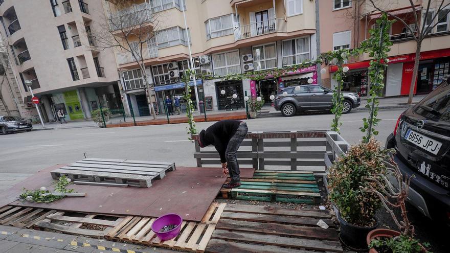 Cort mantendrá la prohibición de ampliar las terrazas en calles peatonales cuando se abra de nuevo la restauración