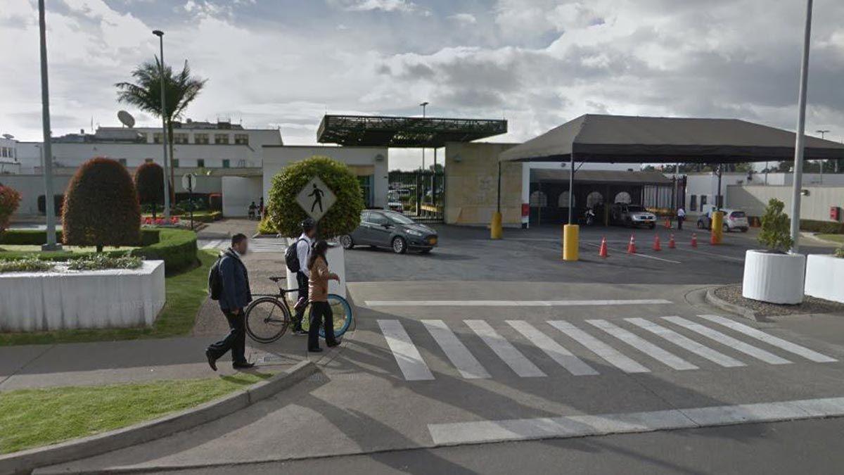 Entrada de la embajada de Estados Unidos en Colombia.