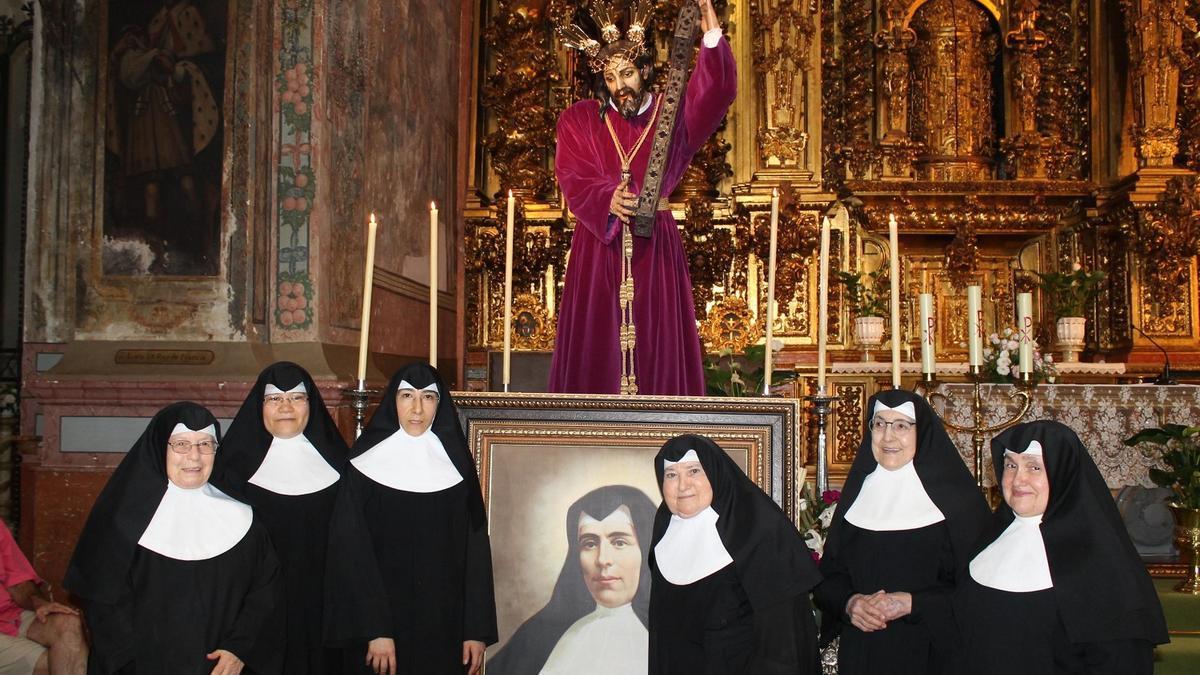 Las monjas de San Francisco el día que regresó la imagen de Jesús tras su restauración.