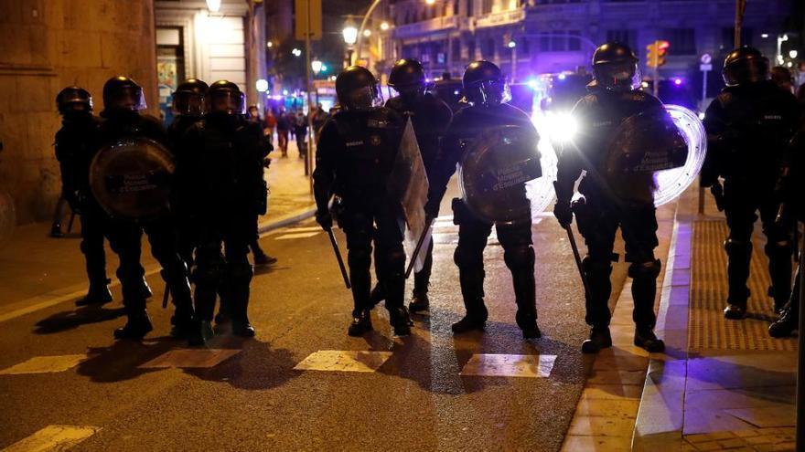 Almenys 13 ferits en la cinquena nit de protestes a Catalunya