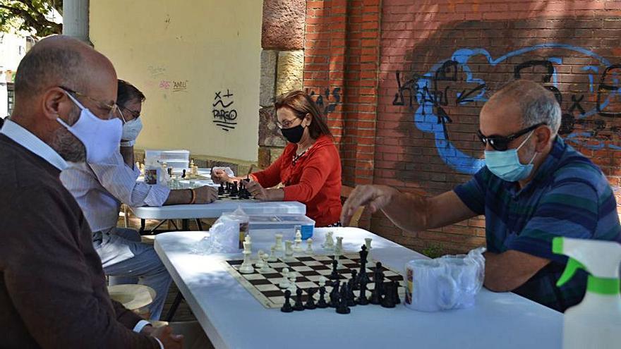 Aficionados al ajedrez se reúnen en Benavente para disfrutar del juego y del compañerismo