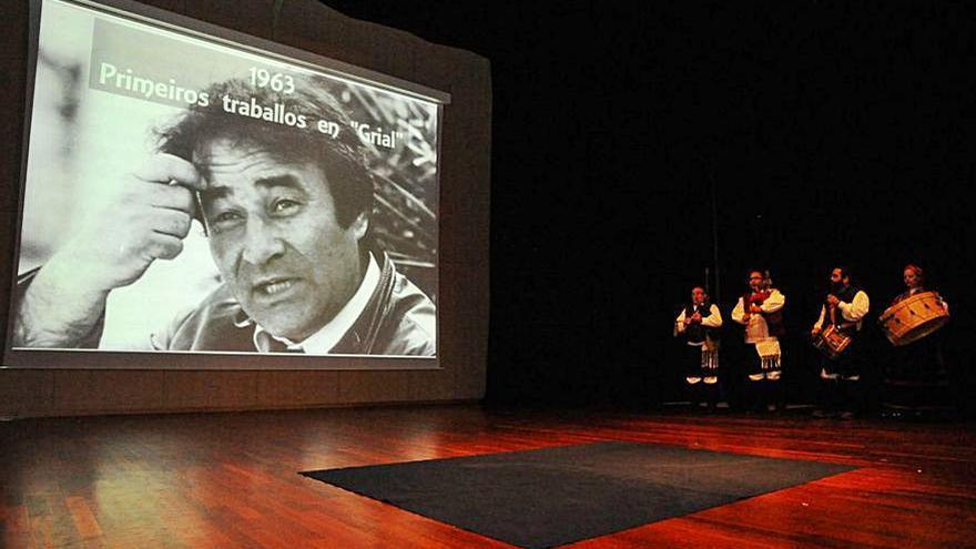 Ribadumia reconoce el trabajo de Teatro Alecrín