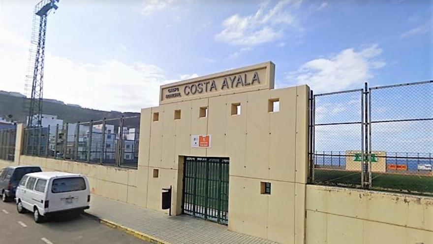 Avanza la rehabilitación del campo de fútbol de Costa Ayala