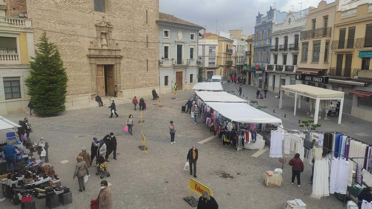 Vuelve el mercado de Silla a la Plaça del Poble.