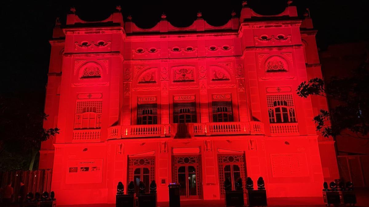 La façana del Teatre El Jardí de Figueres ahir al vespre