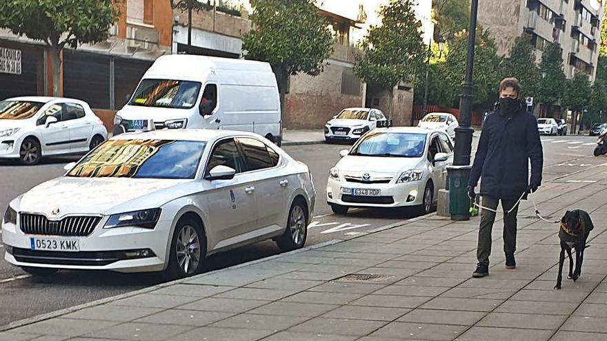 Los taxistas de Oviedo duplicarán los servicios los sábados ante el repunte de la demanda