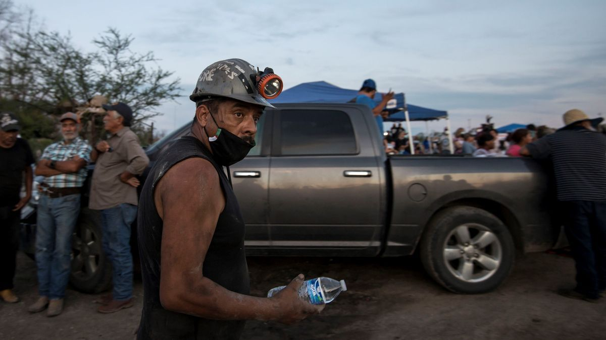 Siete mineros atrapados por la inundación de una mina en el norte de México.