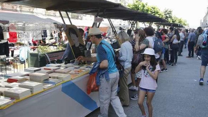 Un millar de títulos en gallego dan forma a la Feria del Libro de Tui