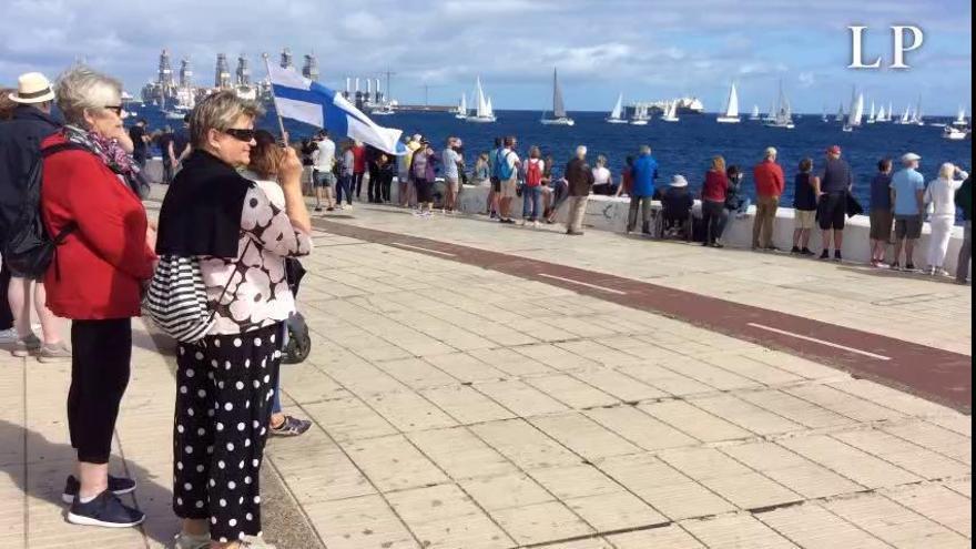 El público despide a los participantes en la regata ARC 2019