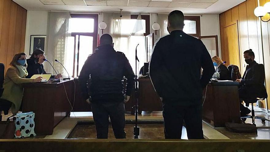 Seis meses de prisión por dar una paliza a un joven tras defecar a su lado a las puertas de una discoteca de Peguera