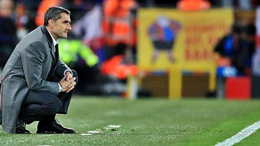 El entrenador del Barcelona vuelve a estar en la cuerta floja como ya lo estuvo hace un año tras la eliminación ante la Roma.