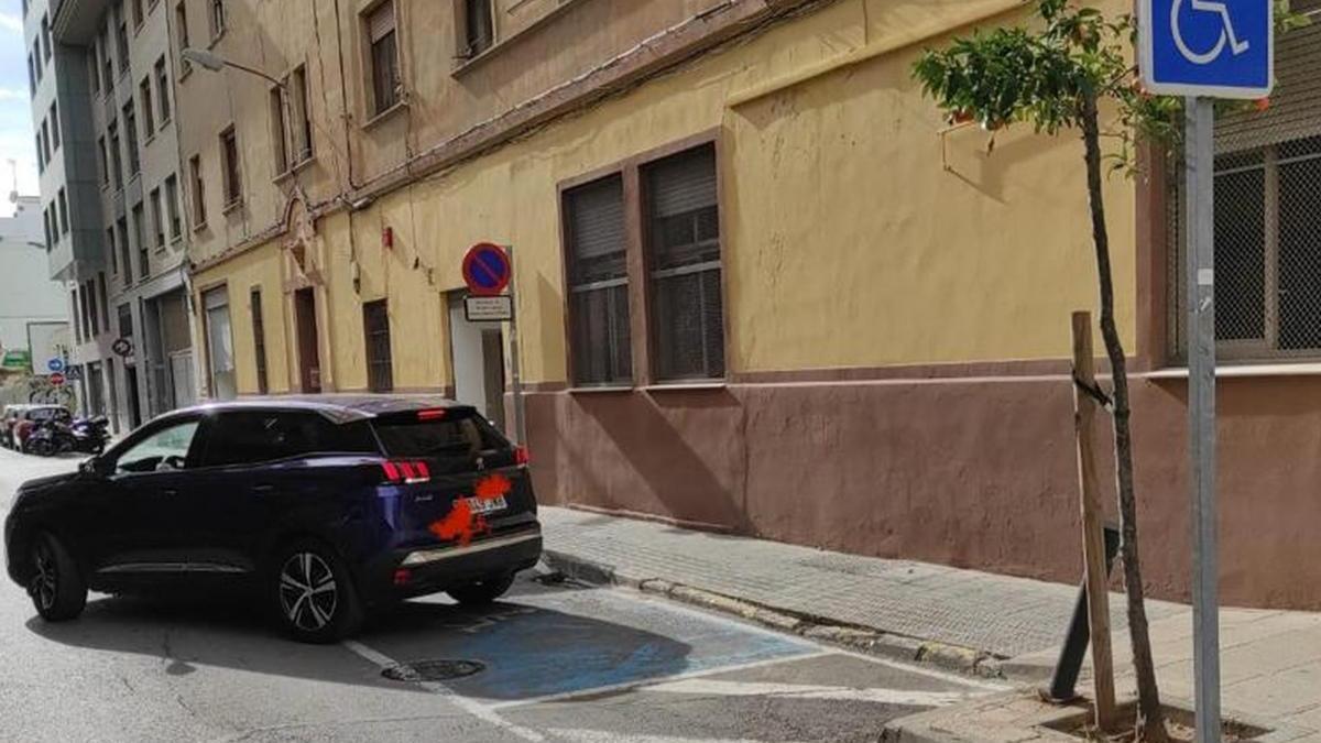 Más de 500 tarjetas falsas para aparcar en plazas de personas con discapacidad en Castelló