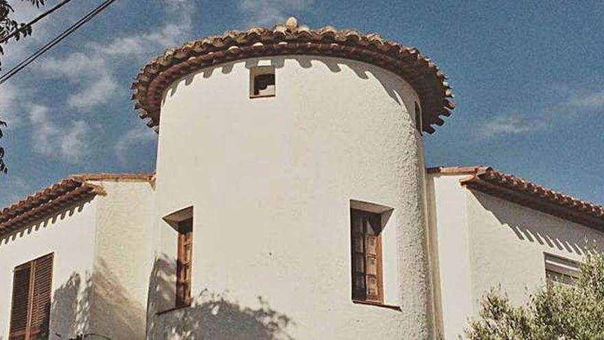 Canalitzem Empuriabrava alerta de la pèrdua d'edificis amb arquitectura «d'origen»