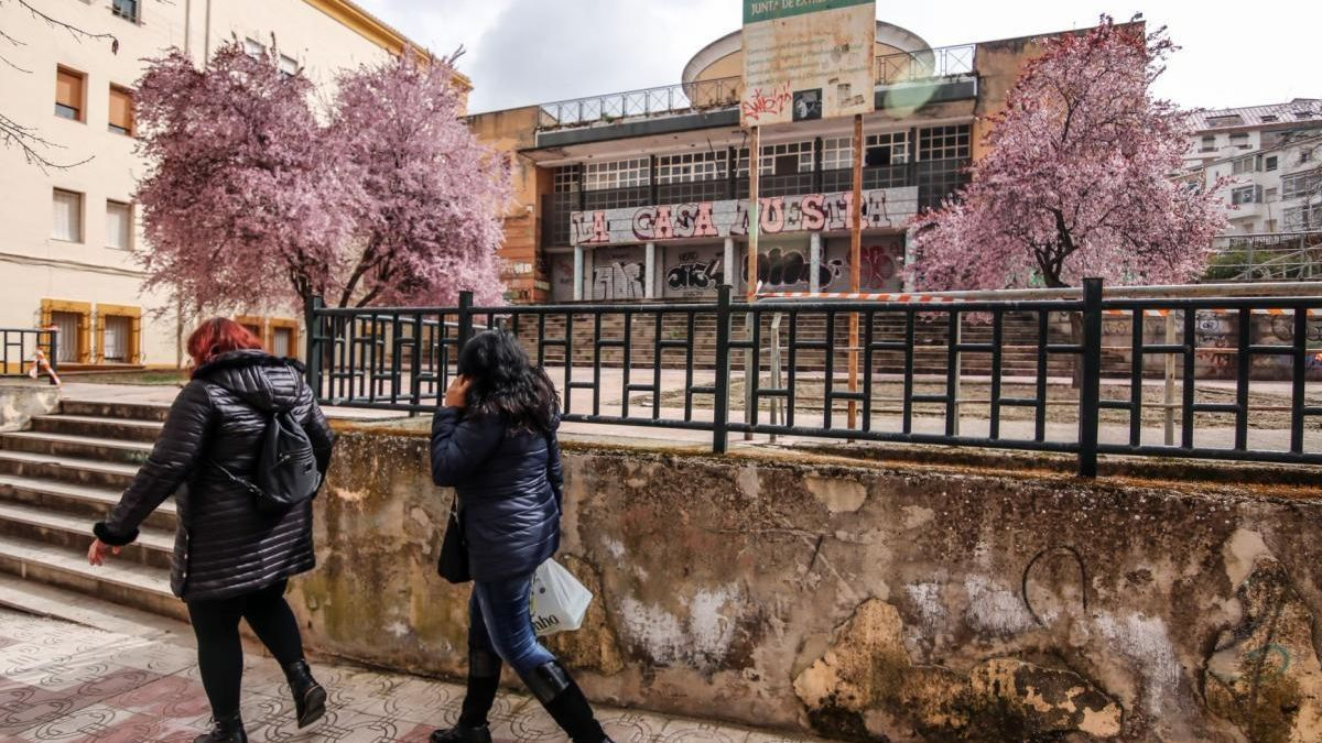 Cruz Blanca renuncia al edificio de Reyes Huertas, que seguirá cerrado