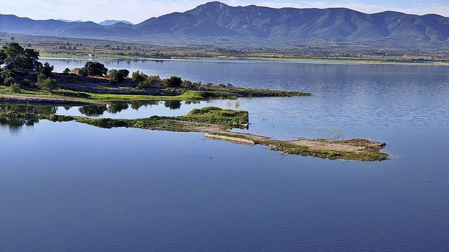 La CHJ ejecutará mejoras para zanjar las molestias del pantano de Bellús