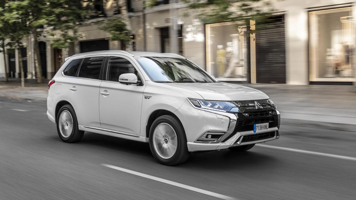 El Outlander domina el sector de los SUV híbridos enchufables.