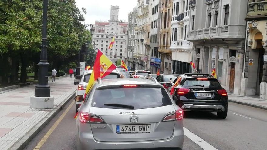 Así fue la manifestación en coche convocada por Vox en Oviedo