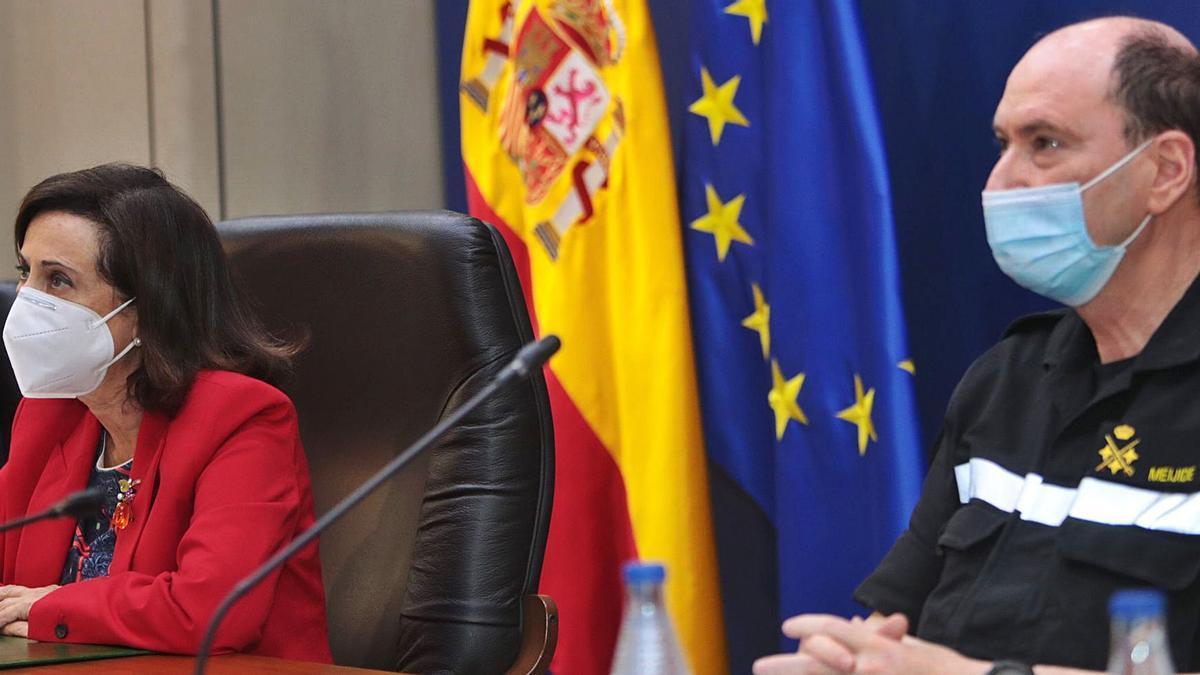 Minister Margarita Robles and Lieutenant General Luis Martínez Meijide, yesterday.  |