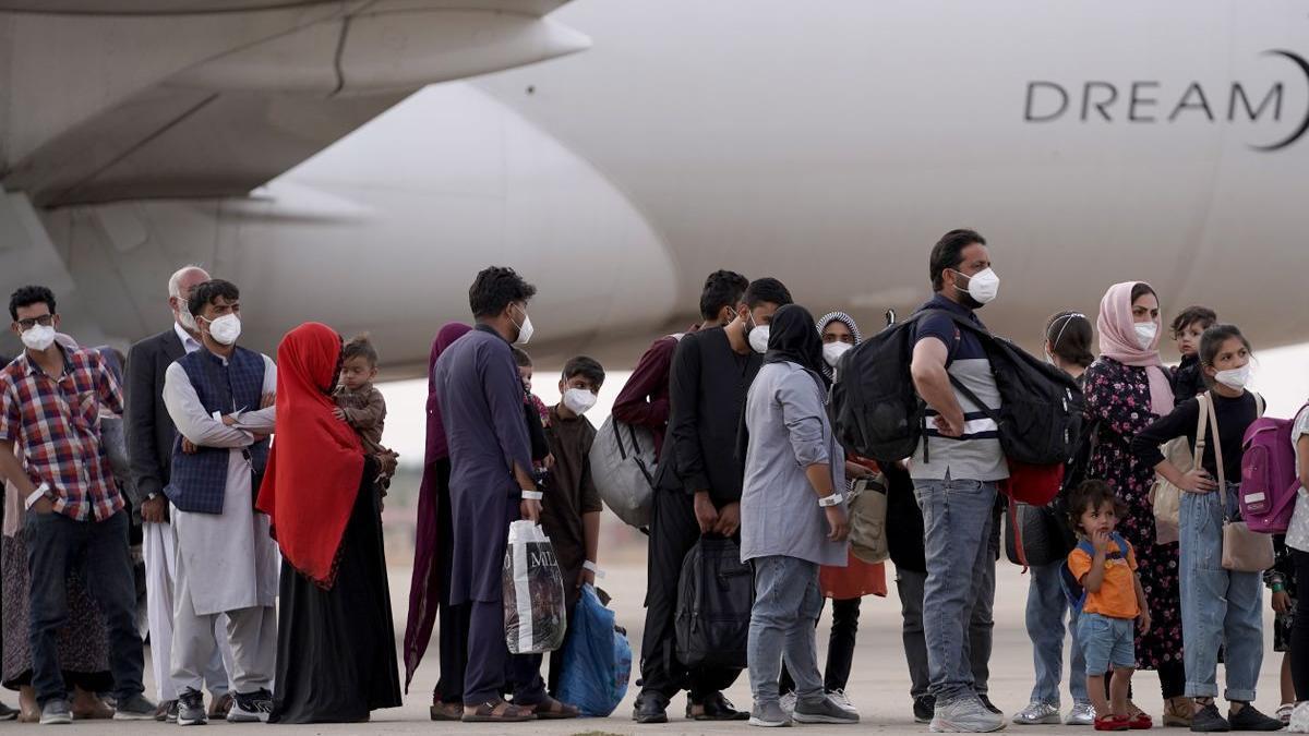 Llegada de afganos evacuados de Kabul a la base aérea de Torrejón de Ardoz.