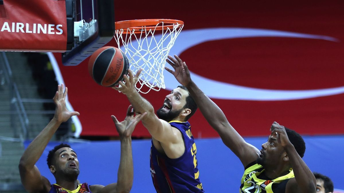 An action from Fenerbahçe-Barcelona.