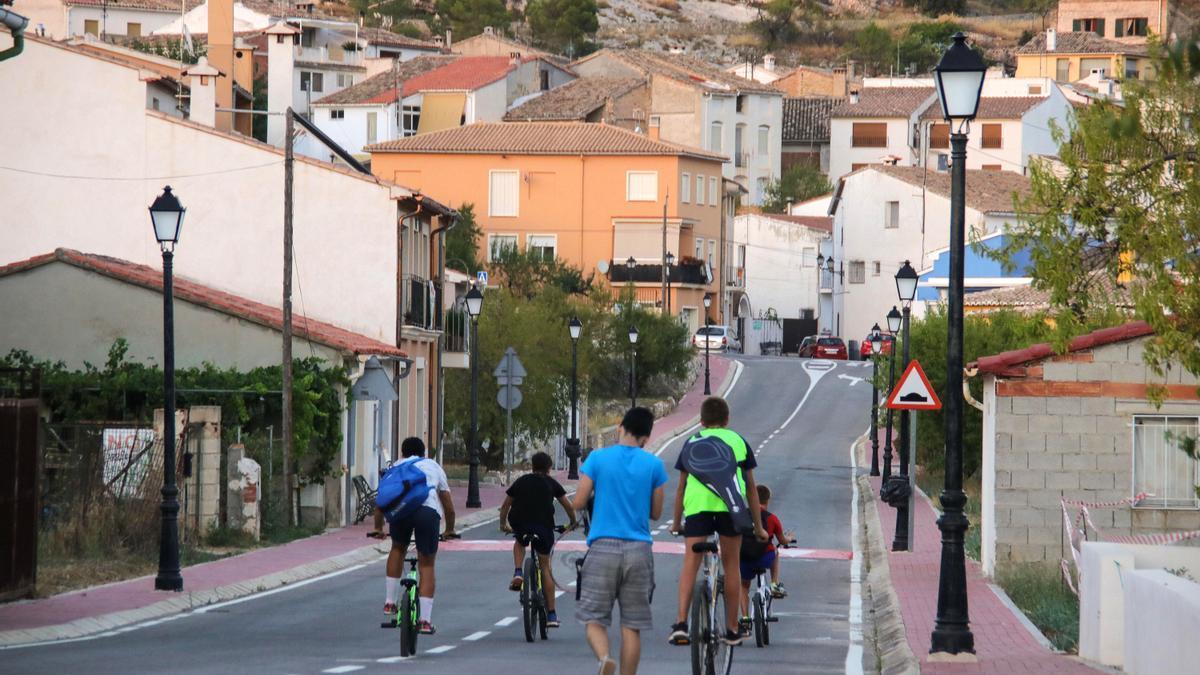 Varios jóvenes este pasado verano en Fageca, una de las localidades de la Vall de Seta.