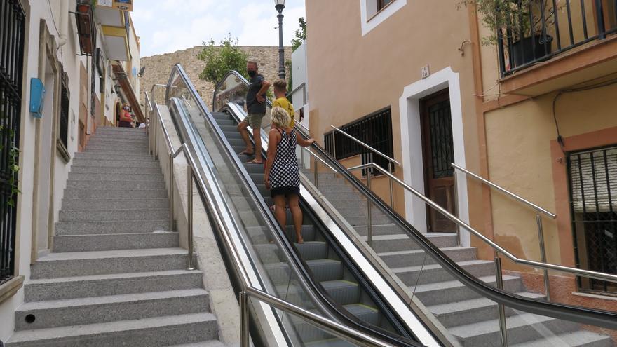 La escalera mecánica de Calp, ya en marcha