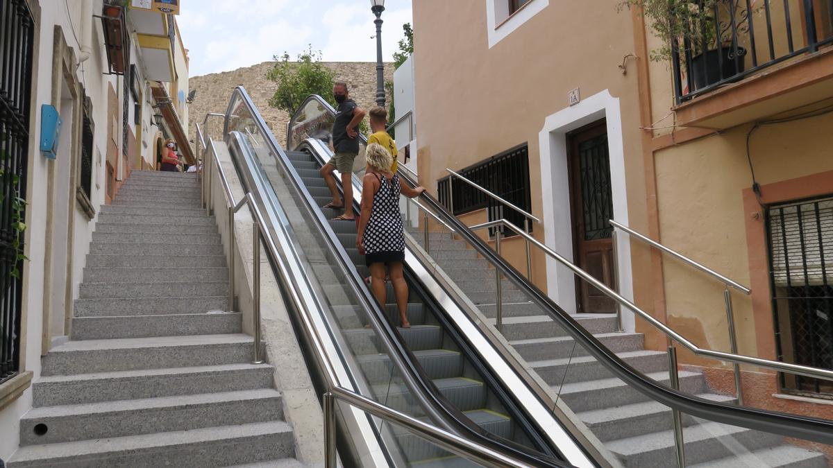La escalera mecánica elimina las barreras arquitectónicas de esta empinada calle