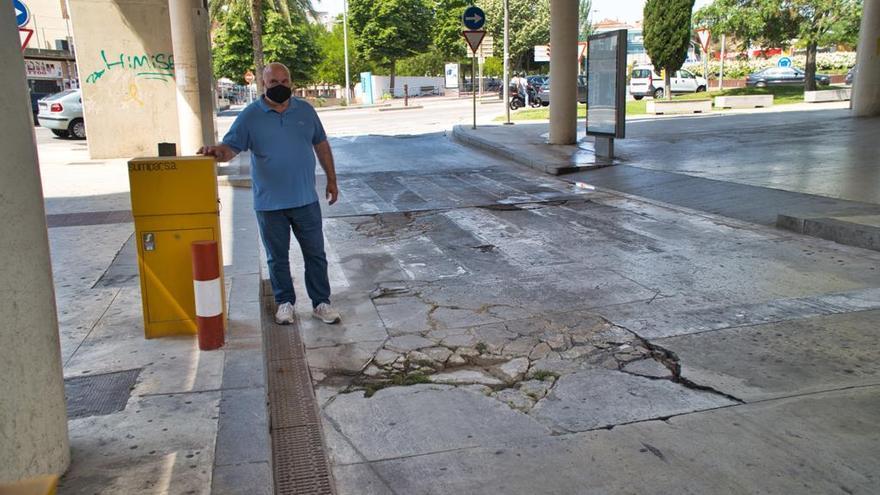 El síndic de Lloret demana la reparació del terra de l'estació